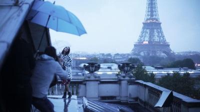 Emma träumt von einer großen Karriere in Paris (© Koch Media)