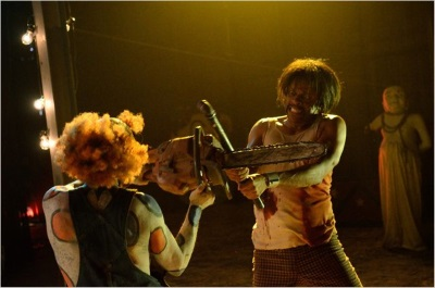 Spieleabend mit Clowns und Kettensägen (© Tiberius Film)