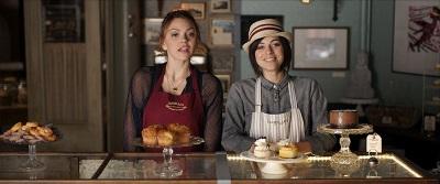 Vivien und Chloe umsorgen die Kunden (© RC Release Company)