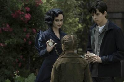 Miss Peregrine hilft den speziell begabten Kindern (© Fox Deutschland)