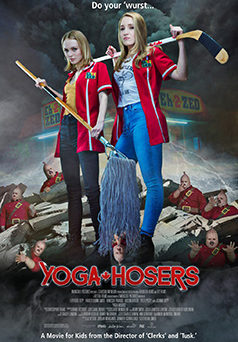 "Das Plakat von ""Yoga Hosers"" (© Sony Pictures Germany)"
