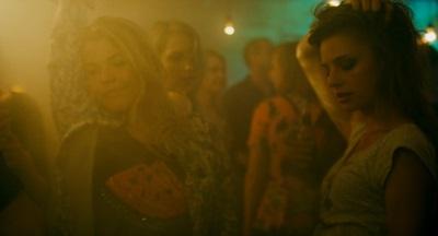 Sonia feiert gern - und benötigt dafür Geld (© Eurovideo)