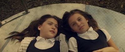 Lucy und Anna werden beste Feundinnen (© Tiberius Film)