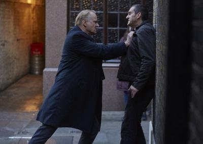 Gnadenlos sucht John nach dem Mörder seiner Partnerin (© Polyband)