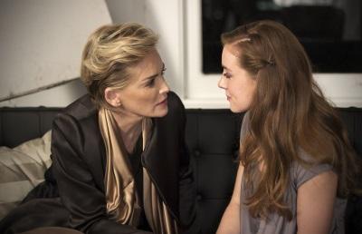 Mutter-Tochter-Gespräche können schmerzhaft sein - auch für Zuhörer (© Ascot Elite)