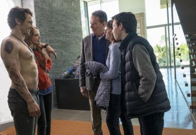 Die Familie lernt Laird kennen (© Fox Deutschland)