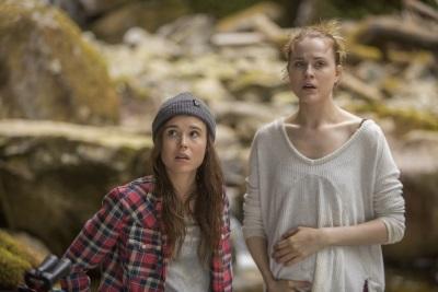 Die Schwestern sind besorgt (© Capelight Pictures)
