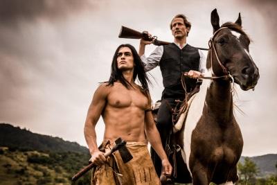 Zwischen dem Apachen und dem Leipziger entsteht eine enge Freundschaft (© Square One/Universum Film)