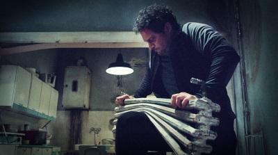 Enzo testet seine Kraft (© Pandastorm Pictures)