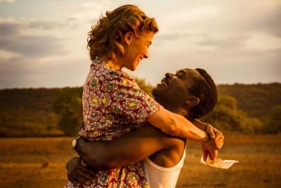 Noch träumen Ruth und Seretse von einem einfachen Leben zu zweit (© Alamode Film)