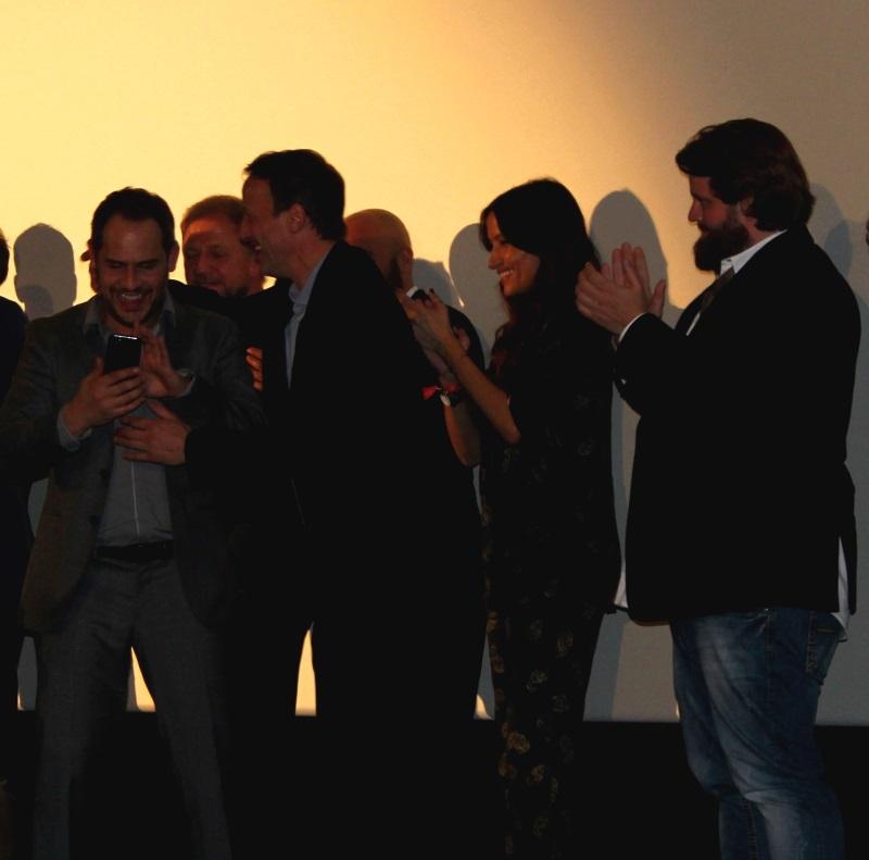 Die Darsteller von Lommbock haben Spaß auf der Bühne (© Thomas Trierweiler)