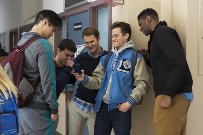 Bei manchen Mitschülern muss man schon ein dickes Fell haben (© Netflix)