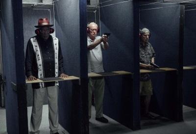 Als Bankräuber sollte man schießen könne (© 2017 Warner Bros Pictures)