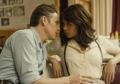 Zwischen Chet und Jane entsteht eine innige Beziehung (© Alamode Film)