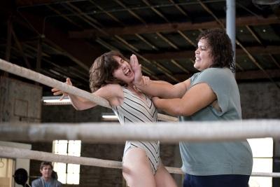 Beim Wrestling muss man auch einstecken können (© Netflix)