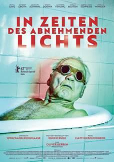 """Das Plakat zu """"In Zeiten des abnehmenden Lichts"""" (© X-Verleih)"""