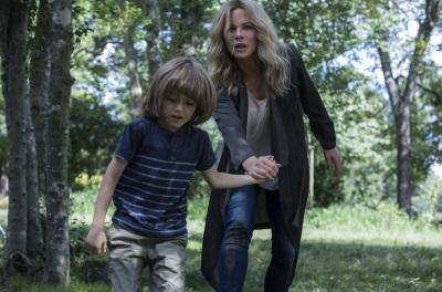Dana hat Angst um ihren Sohn (© Universum Film)