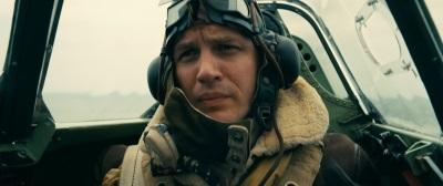 Farrier unterstützt seine Leute aus der Luft (© Warner Bros Pictures)