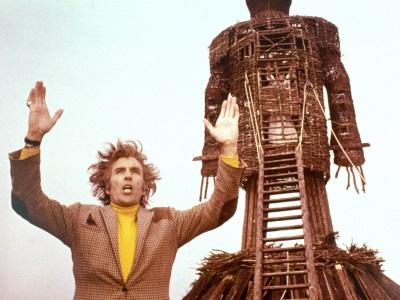 Lord Summersisle beschwört die Massen (© StudioCanal)