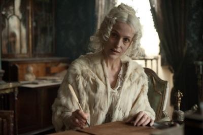 Die geheimnisvolle Mis Havisham hat einen großen Einfluss auf Pip (© Polyband)