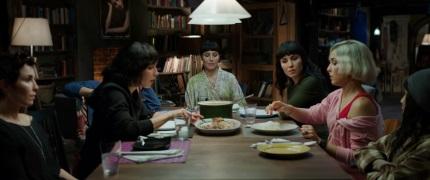 Die Schwestern beim gemeinsamen Essen (© Splendid Film)