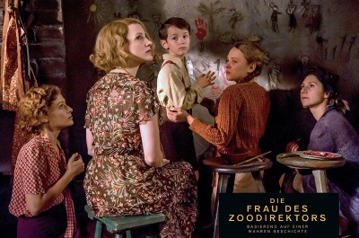 Antonina verbringt Zeit mit ihren Gästen (© Universal Pictures Germany)
