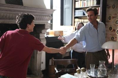 Elio lernt Oliver kennen (© Sony Pictures)