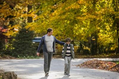 Auf einmal muss Dane regelmäßig für seinen Sohn da sein (© Universum Film)
