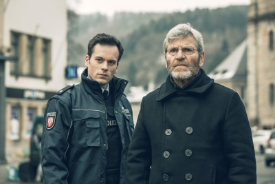 Die Ermittler Baptiste und Lenhart wollen das Rätsel hinter dem Fall lösen (© Pandastorm Pictures)