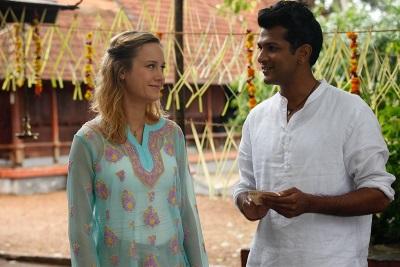 Linda und Rajit kommen sich näher (© EuroVideo)