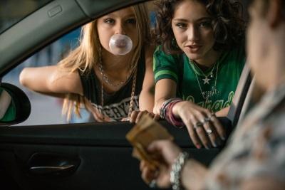 Nini und Jameelah machen Blödsinn am Straßenstrich (© Constantin Film)