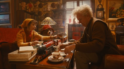 Paddington hat Spaß mit Mrs. Brown und Mr. Gruber (© StudioCanal)