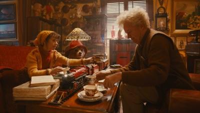 Paddington hat Spaß mit Mrs. Brown und Mr. Gruber (© StudioCanal)