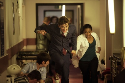 Der Doctor und Martha haben Ärger (© Polyband)
