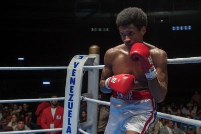 Sugar Ray Leonard bekommt es mit seinem ersten echten Gegner im Ring zu tun (© Ascot Elite)