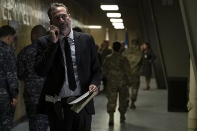 Auf welcher Seite steht Agent Russell? (© 2018 Warner Bros Pictures)