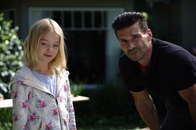 Stephanie will ihrem Vater etwas zeigen (© Universal Pictures International Germany)