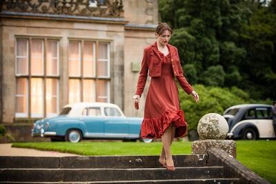 Schnell steht Florence ziemlich alleine da (© Capelight Pictures)