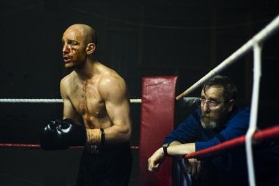 Eddie gibt Jimmy die dringend nötige Hilfe (© Ascot Elite)