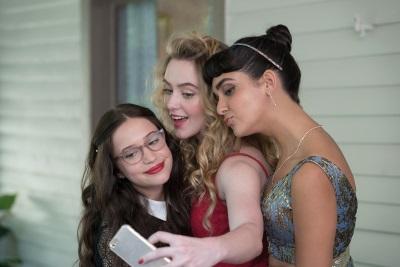 Julie, Kayla und Sam freuen sich auf die Part (© Universal Pictures Home Entertainment)