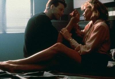 Zwischen Elizabeth und John knistert es (© FilmConfect)