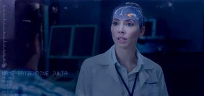 Julia und ihr heiß geliebtes Gehirn (© EuroVideo)