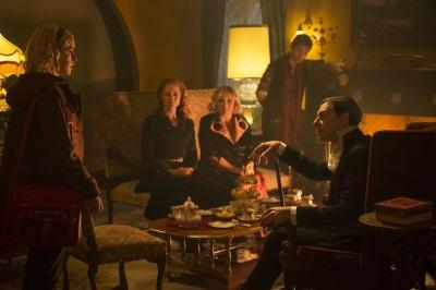 Vater Blackwood besucht die Spellmans (© Netflix)