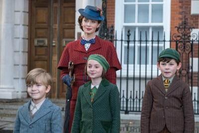 Mary Poppins darf wieder Banks-Kinder beaufsichtigen (© Walt Disney Studios Motion Pictures Germany)