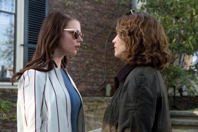 Lily und Amanda haben sich lang nicht gesehen (© Universal Pictures International Germany)