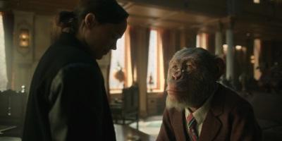 Butler Pogo hat für Vanya ein Wort des Rates (© Netflix)
