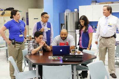 Die Kollegen hecken einen narrensicheren Plan aus (©: Trae Patton/NBC)