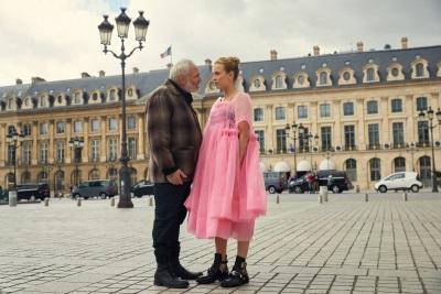 Konstantin will Villanelle die Extravaganzen austreiben (© Universal Pictures/BBC America)