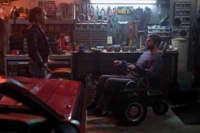 Detective Cortez ahnt, dass Grey etwas verheimlicht (© Universal Pictures)