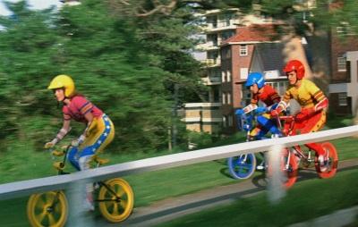 Die Freunde auf ihren Rädern (© Capelight Pictures)